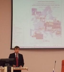 Mariušas Gaštolas (Mariusz Gasztol) pristato turėjusio išvykti kolegos parengtą pranešimą